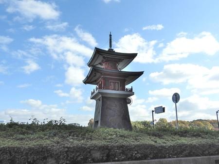 石山寺駅07 ミニ多宝塔2