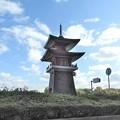 写真: 石山寺駅07 ミニ多宝塔2