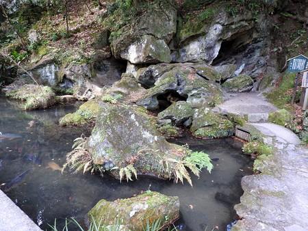 石山寺20 くぐり岩