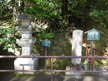 石山寺58 紫式部供養塔と芭蕉の句碑