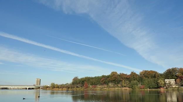瀬田川10 巨大な翼雲と右に2つ、左に1つ
