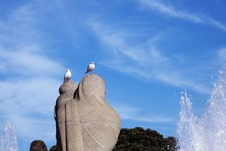 2016.12.19 山下公園 水の守護神像とユリカモメ