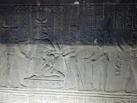 170214-10ホルス神に乳を飲ませるイシス神