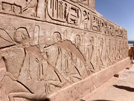 170216-18神殿入口前右