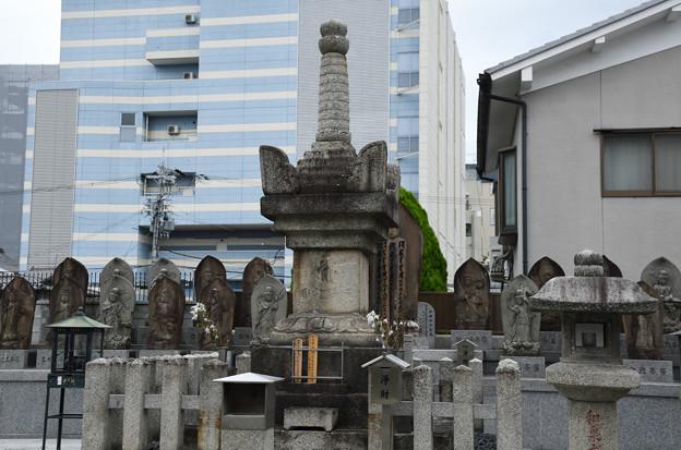和泉式部のお墓