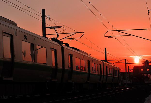 夕焼けの駅へ