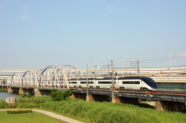 荒川橋梁を渡る京成AE形スカイライナー39号