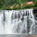 Photos: 龍門の滝と烏山線キハ40