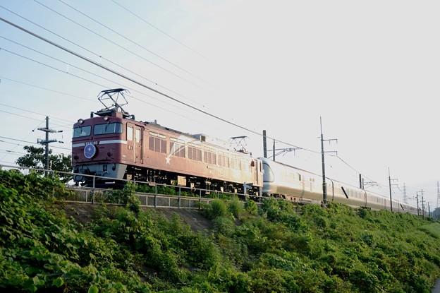 夕陽浴びて行くEF81-80牽引カシオペア紀行号