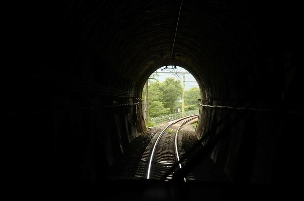 左回りの湯檜曽ループトンネル進入 NO.DO.KAループ号最後尾展望席から