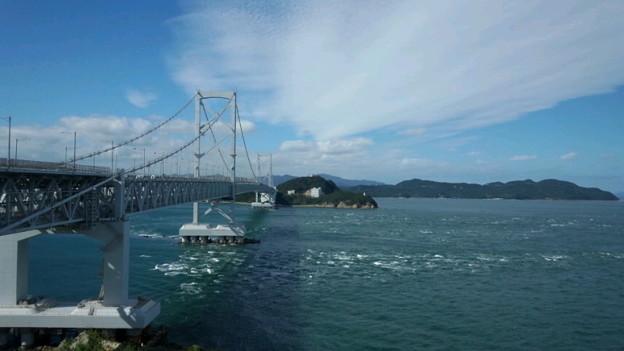大鳴門橋。良い天気。福良ですだち酢と淡路島玉葱とジェラートを買い...