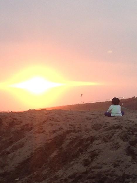 夕陽に見とれる