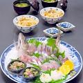 今晩は、平鯵姿造り酢洗いたたき、菊花かぶら、葱と白菜の味噌汁、穴子炊き込みご飯
