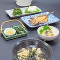 今晩は、穴子飯だし茶漬け(穴子、人参、牛蒡、椎茸、エノキ、しめじ)、焼き牡蠣おろし和え、鯵の開き、ブロッコリーの胡麻和え、菊花かぶら
