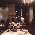 写真: 人形展からクラブイベントへ移動かける前に銀座のスズカフェでひと息。渋谷店より広々で居心地よし♪がwi-fi掴めないのは誤算★さて店内照明落ちてきたし移動しますかo(^_-)O