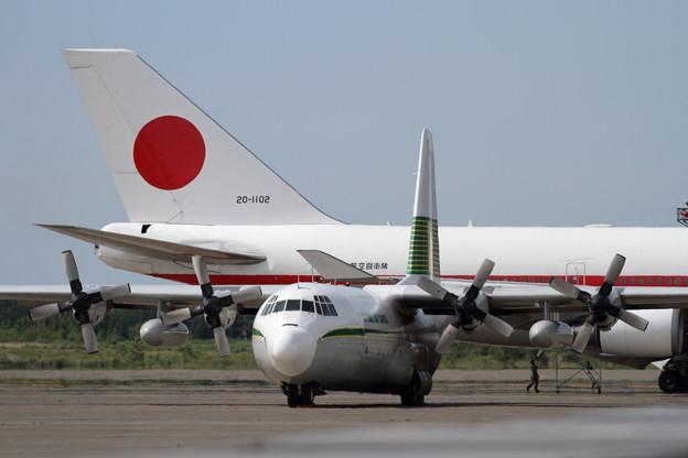 L-100-30 HerculesとB747