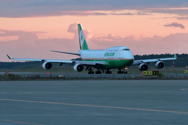 B747-400 B-16411 EVA Air taxiing