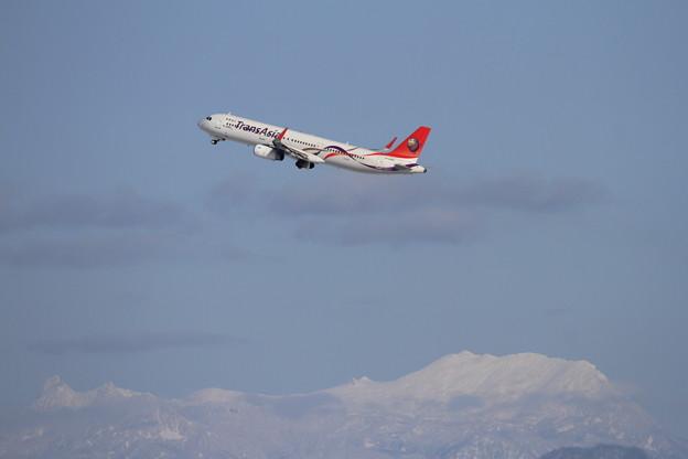 A321と夕張岳