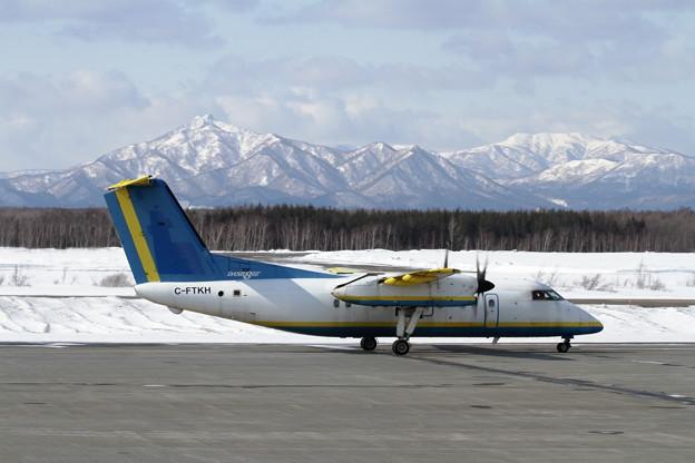 DHC-8-103 C-FTKH pre RAC JA8972 Ferry