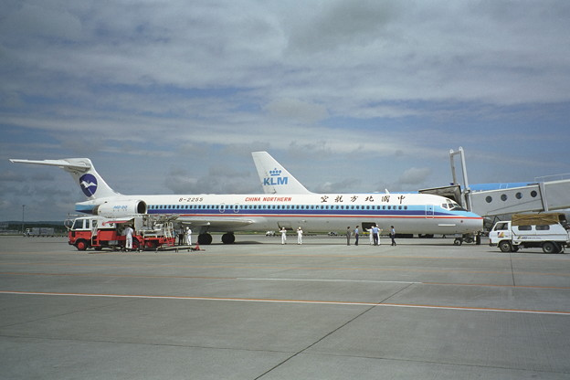MD-90 B-2255 China Northern CTS 1998.06