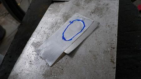 転がってた2mmのアルミ板をチョキチョキ