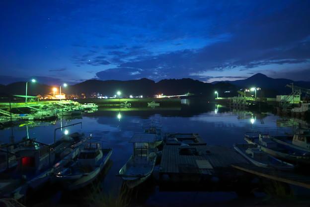 夕暮れ漁港