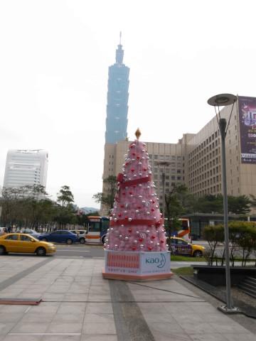 台北101とクリスマスツリー