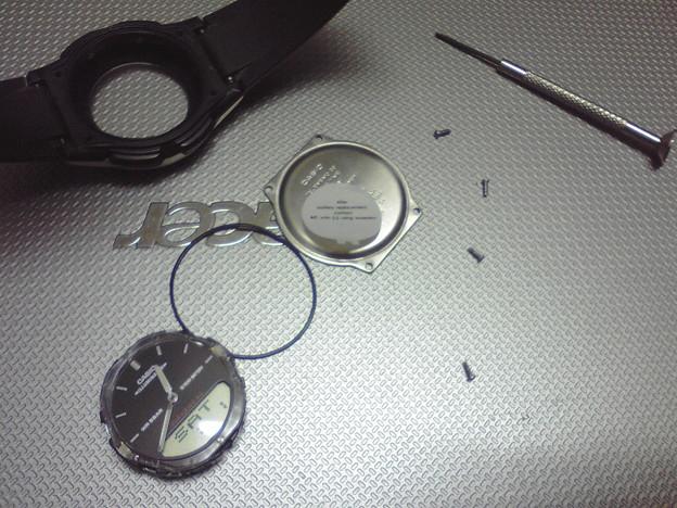 早朝から腕時計の分解修理中