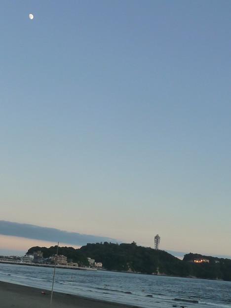 江ノ島と月4