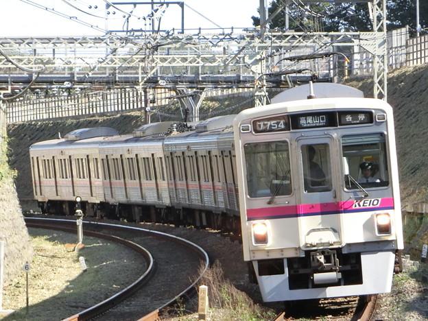 京王7000系(7704F) 各駅停車高尾山口行き