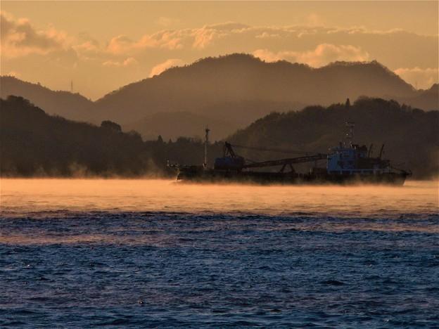 瀬戸内の 朝霧(けあらし)の海
