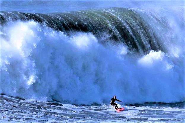 【速報ニュース】大西洋で観測史上最大の大波が発生 in ポルトガル