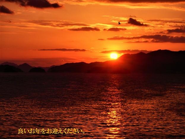 鯨島の向こうに沈む 大晦日の夕陽(良いお年を。)