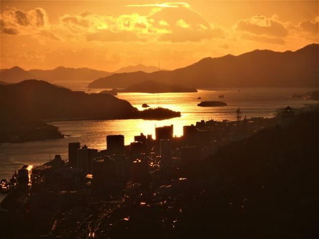Photos: 黄金色に輝く 赤石鼻の海 in 浄土寺山展望台