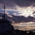 バレンタイン・イヴの空に現れた猫目人間(右上の雲)