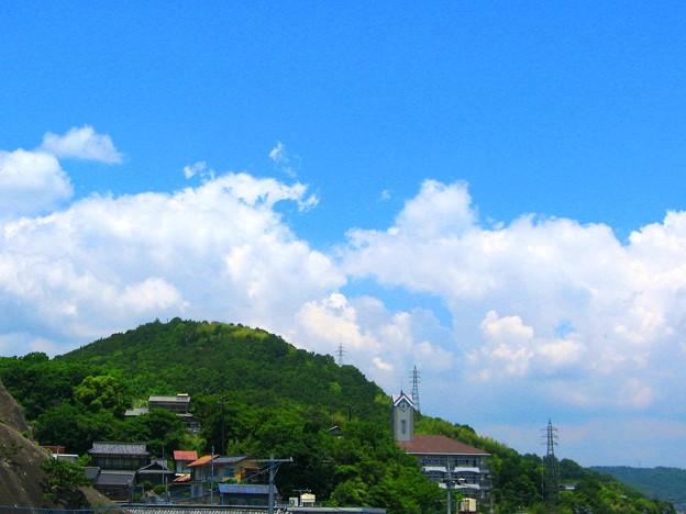 新緑の竜王山に積乱雲情報