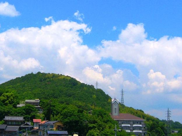 初夏の竜王山に雲の峯