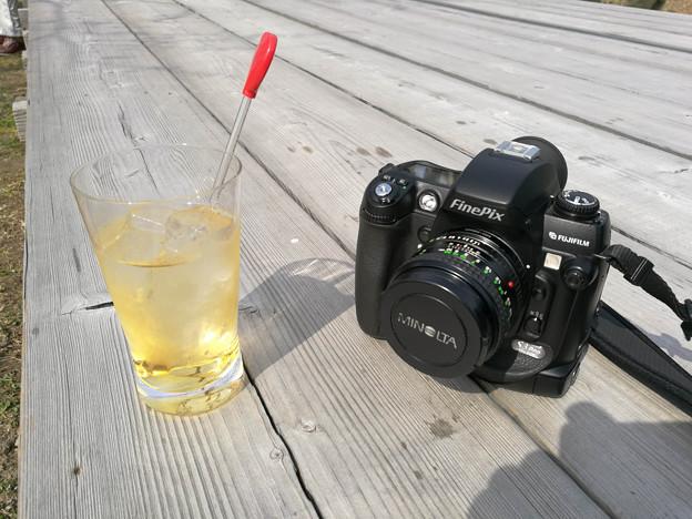 写真: 梅ジュースで休憩