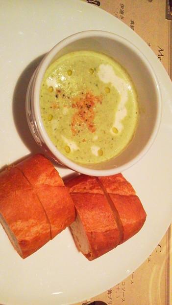 春菊のスープは下に茶碗蒸しライクなものがあって、優しいお味でした。