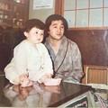 写真: お父さんとテレビ鑑賞