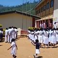 Photos: 学校です、白い制服がまぶしい!