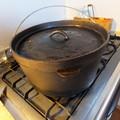 写真: ダッチオーブンのデカイやつ