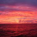 洋上の夜明け