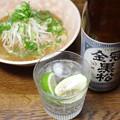 写真: 岩国市、金冠黒松と自作広島醤油豚骨ラーメン