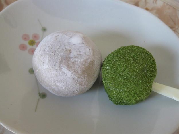 写真: 濃香ほうじ茶涼餅と抹茶小町