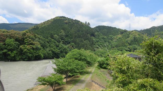 犬居城(浜松市天竜区)南東・気田川より