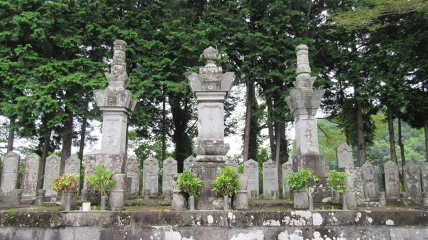 Photos: 西山本門寺(富士宮市)御三代(日蓮・日代・日興)墓所