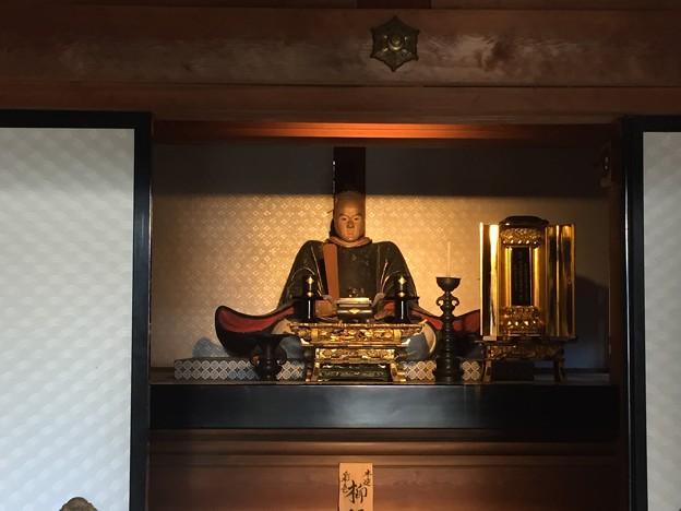 恵林寺(甲州市小屋敷)柳沢廟・柳沢吉保像