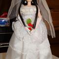 写真: ウェディングドレスを着たREINA