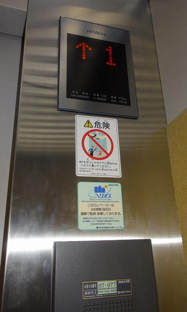 川越まつり会館のエレベーター操作盤(日立製作所製)